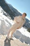neve della montagna della ragazza fotografie stock libere da diritti