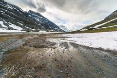 Neve di fusione ad elevata altitudine nelle alpi Fotografia Stock
