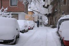 Neve di schiarimento dal tetto dell'automobile Immagine Stock Libera da Diritti