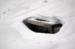Neve e banco Immagini Stock
