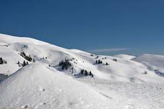 Neve e céu Fotos de Stock