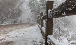 Neve e montanha Fotografia de Stock Royalty Free