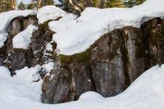 Neve e rocce Fotografia Stock Libera da Diritti