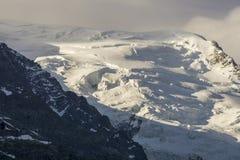Neve e rocce nelle parti superiori del massiccio di Mont Blanc Fotografia Stock