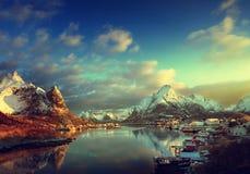 neve em Reine Village, ilhas de Lofoten foto de stock