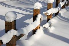 Neve em uma cerca Fotografia de Stock Royalty Free