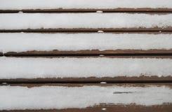Neve em uma madeira Fotografia de Stock Royalty Free