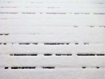 Neve em uma plataforma de madeira Imagens de Stock