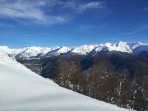 Neve fresca sulle montagne Fotografia Stock Libera da Diritti