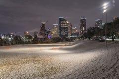 Neve incomum em Houston do centro na noite com queda de neve em Elean Imagens de Stock Royalty Free
