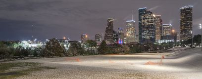 Neve insolita a Houston del centro alla notte con le precipitazioni nevose a Elean Immagine Stock Libera da Diritti