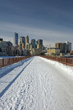 Neve na ponte de pedra do arco, Minneapolis, Minnesota, EUA fotografia de stock