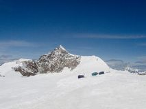 Neve nas montanhas dos alpes Foto de Stock Royalty Free