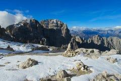 Neve Platone nelle alpi della dolomia immagini stock libere da diritti
