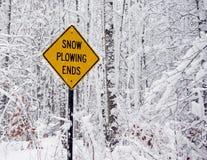 Neve que ara o sinal das extremidades Imagens de Stock
