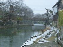 Neve que cai no fosso de Omihachiman, Shiga Japão Foto de Stock