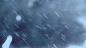 Neve que cai no movimento lento vídeos de arquivo