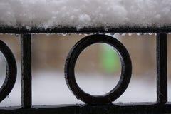 Neve sull'inferriata nera Fotografia Stock Libera da Diritti