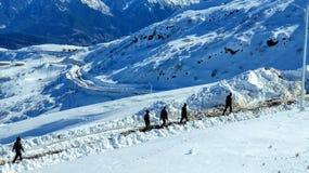 Neve sulla carta da parati della montagna fotografia stock libera da diritti