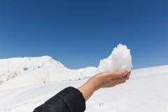 Neve sulla mano della donna Fotografia Stock