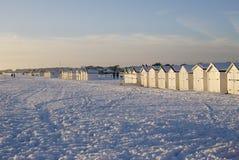 Neve sulla spiaggia a Worthing. L'Inghilterra fotografia stock