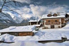 Neve sulle montagne delle dolomia, Italia Fotografia Stock