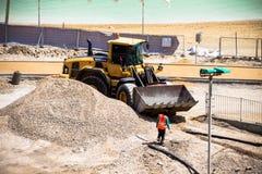 NEVE ZOHAR, ISRAELE - 18 MAGGIO: I lavori di costruzione sull'hotel del mar Morto tirano il 18 maggio 2013 in Neve Zohar, Israele Fotografia Stock