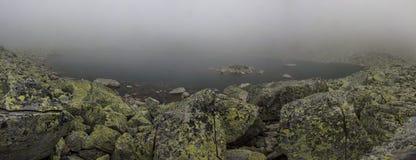 Nevelig bergmeer Stock Afbeelding