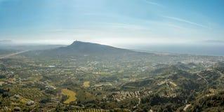 Nevelig landschap van het westelijke eiland van Rhodos in de middag Panor Stock Foto's