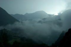 Nevelige bergen royalty-vrije stock foto