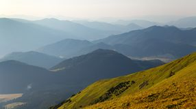 Nevelige horizonnen blauwe tonen royalty-vrije stock foto
