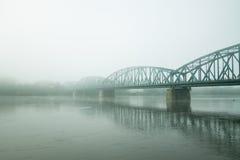 Nevelige oude brug Stock Afbeeldingen