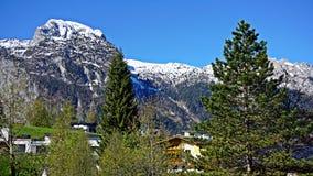 Nevichi sulle cime della montagna nelle alpi Fotografia Stock