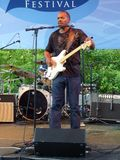 Neville Brothers Band Guitarist stock foto