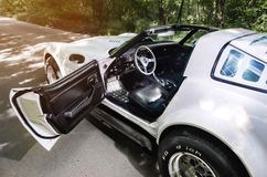 NEVINOMYSSC,俄罗斯- 2016年5月13日:汽车 老美国汽车不合规则的摄影  薛佛列轻武装快舰C3 1978g 免版税库存图片