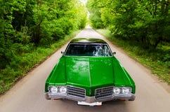 NEVINOMYSSC,俄罗斯- 2016年5月13日:汽车 老美国汽车不合规则的摄影  Oldsmobile 98s 机器类型 库存图片