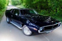 NEVINOMYSSC, ΡΩΣΙΑ - 13 ΜΑΐΟΥ 2016: Αυτοκίνητα Οφσάιτ φωτογραφία των παλαιών αμερικανικών αυτοκινήτων Ακόντιο 1972s MC AMX μηχανή Στοκ φωτογραφίες με δικαίωμα ελεύθερης χρήσης
