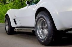 NEVINOMYSSC, RUSSIA - 13 MAGGIO 2016: Automobili Fotografia all'esterno di vecchie automobili americane Chevrolet Corvette C3 197 Fotografia Stock