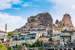 Nevsehir洞城市的看法在卡帕多细亚在土耳其 咖啡馆 免版税库存照片