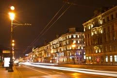 nevsky взгляд перспективности ночи стоковые фото