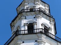 Nevyansk byggdes det lutande tornet i 1732 Denna är den mest berömda arkitektoniska strukturen i de mellersta Uralsna Royaltyfria Bilder