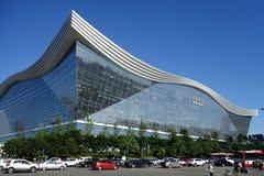 New Century global mitt, Chengdu, Sichuan, Kina mot blåa himlar Fotografering för Bildbyråer