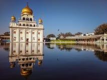 NEW DELHI, INDE - 25 avril 2019, Nanak Piao Sahib, Gurdwara, sarovar, ?tang d'eau images libres de droits