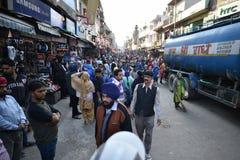 New Delhi, Inde, le 23 novembre 2017 : Rue de foule de Delhi Image stock