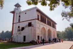 New Delhi, India - Februari 2019 Het Rode Complexe Fort, een historische vesting van Mughal die in de hoofdstad van India wordt g royalty-vrije stock afbeelding
