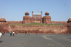 New Delhi, India 25 September, 2011: Hoofdingang met Indische mensen bij het Rode Fort Royalty-vrije Stock Foto's
