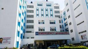 New Delhi Indien - Januari 2019, djup Chand Bandhu Government Hospital främre sikt av sjukhuset arkivbild