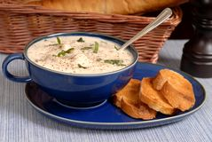 New England Clam Chowder in a blue bowl. With crostini Royalty Free Stock Photography
