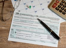 Form 1040 Simplified allows filing of taxes on postcard Stock Photo