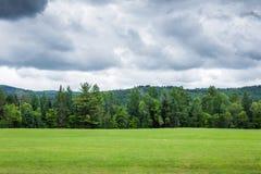 New Hampshire góry na jaskrawym chmurnym bluejay Zdjęcie Royalty Free